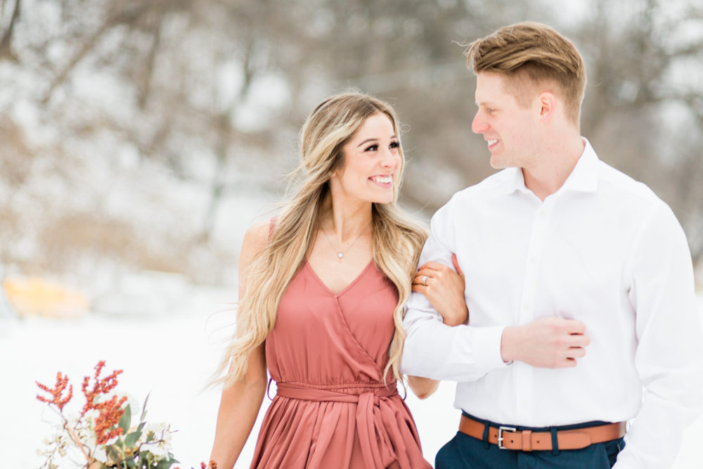 10 Tips to rock your engagement photos by Janimal Photography a Midwest Wedding Photographer. To see more tips and photos from this Minnesota winter engagement session visit - http://janimalphotography.com/tips-to-rock-your-engagement-photos/