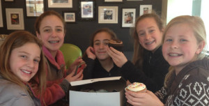 Girls and cupcakes