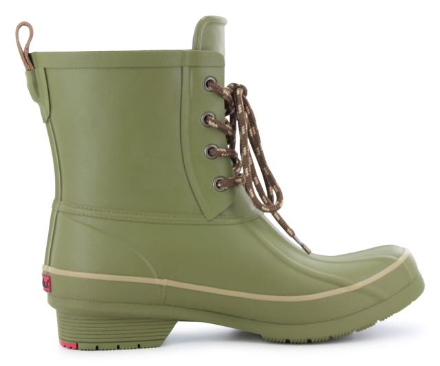 What Rain Boots To Wear On A Drizzly Day This Fall