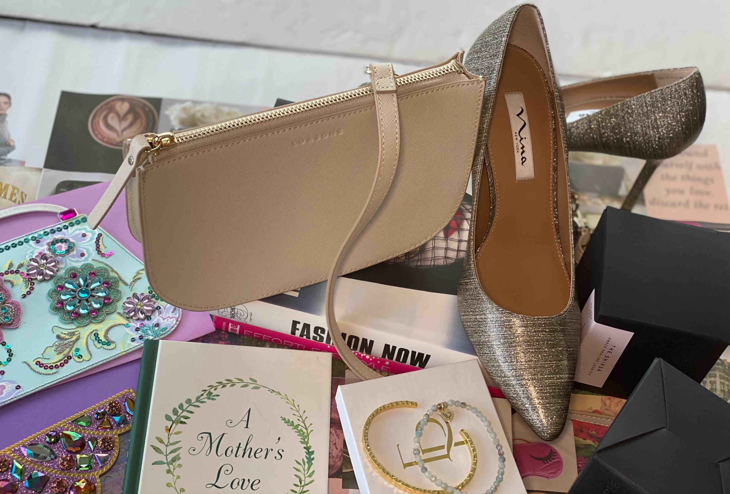 Take A Virtual Trip At These Online Stores For The Best Mother's Day Gift