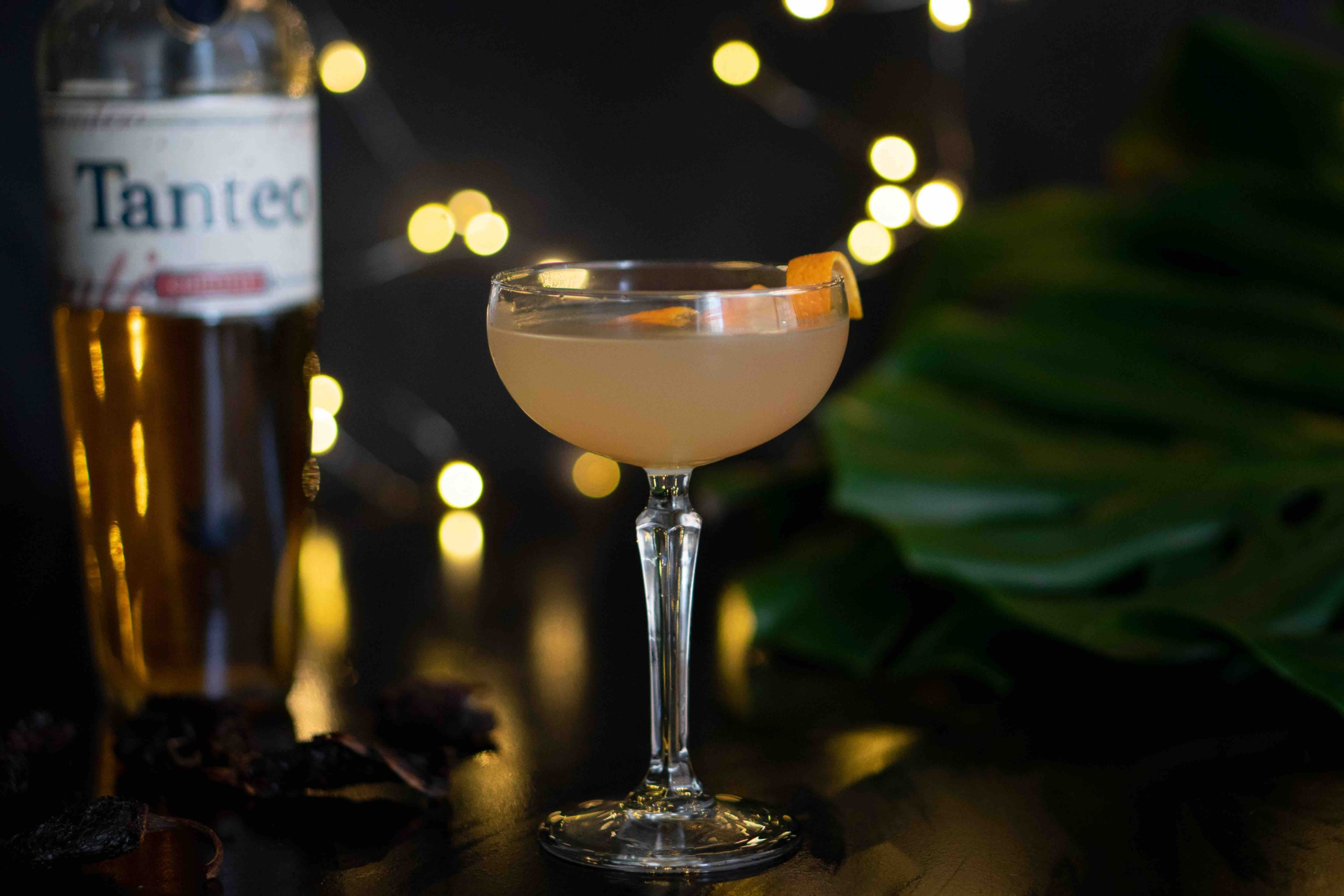 This Smoky Vanilla Sour Is The Holiday Cocktail With Tequila