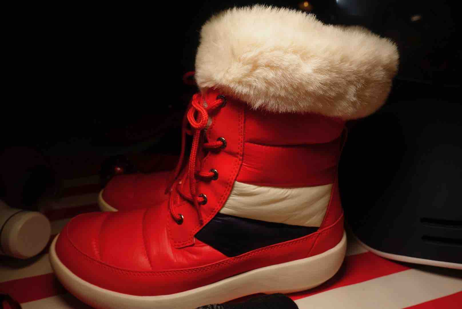 Sperry Women's Bearing PLUSHWAVE Nylon Boot Is Ready For The Outdoors This Winter
