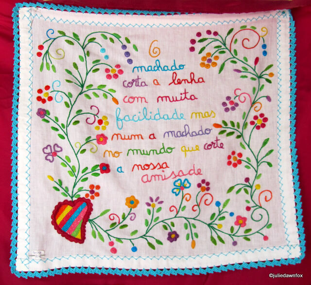 Portuguese handkerchief of love, embroidered with a message. Translation: The axe easily cuts firewood but no axe in the world can cut our friendship.