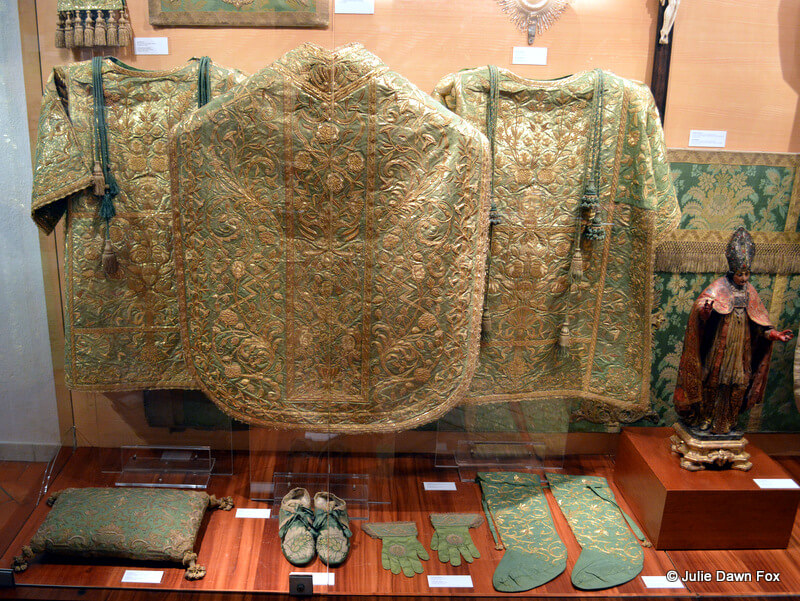 Green and gold vestments, São Vicente de Fora Monastery