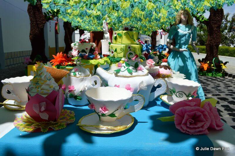 Paper tea set and cakes, Alice in Wonderland, Ruas Floridas, Redondo 2013