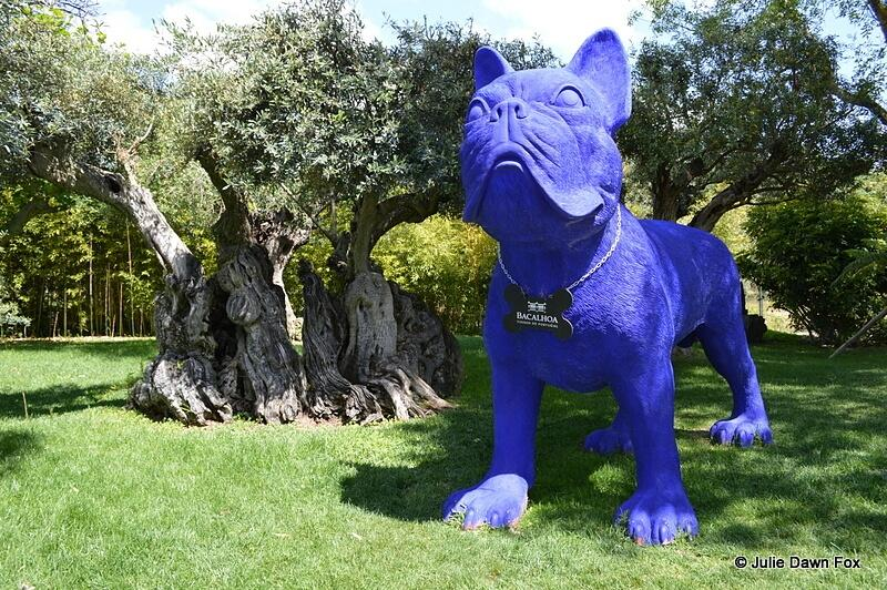 Giant blue dog and ancient olive tree, Quinta da Bacalhôa, Azeitão