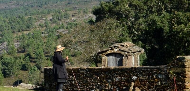 Village woman takes a break. Arga de Baixo, Serra da Arga, Minho, Portugal. Photography by Julie Dawn Fox