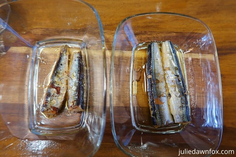 Canned sardines and garfish