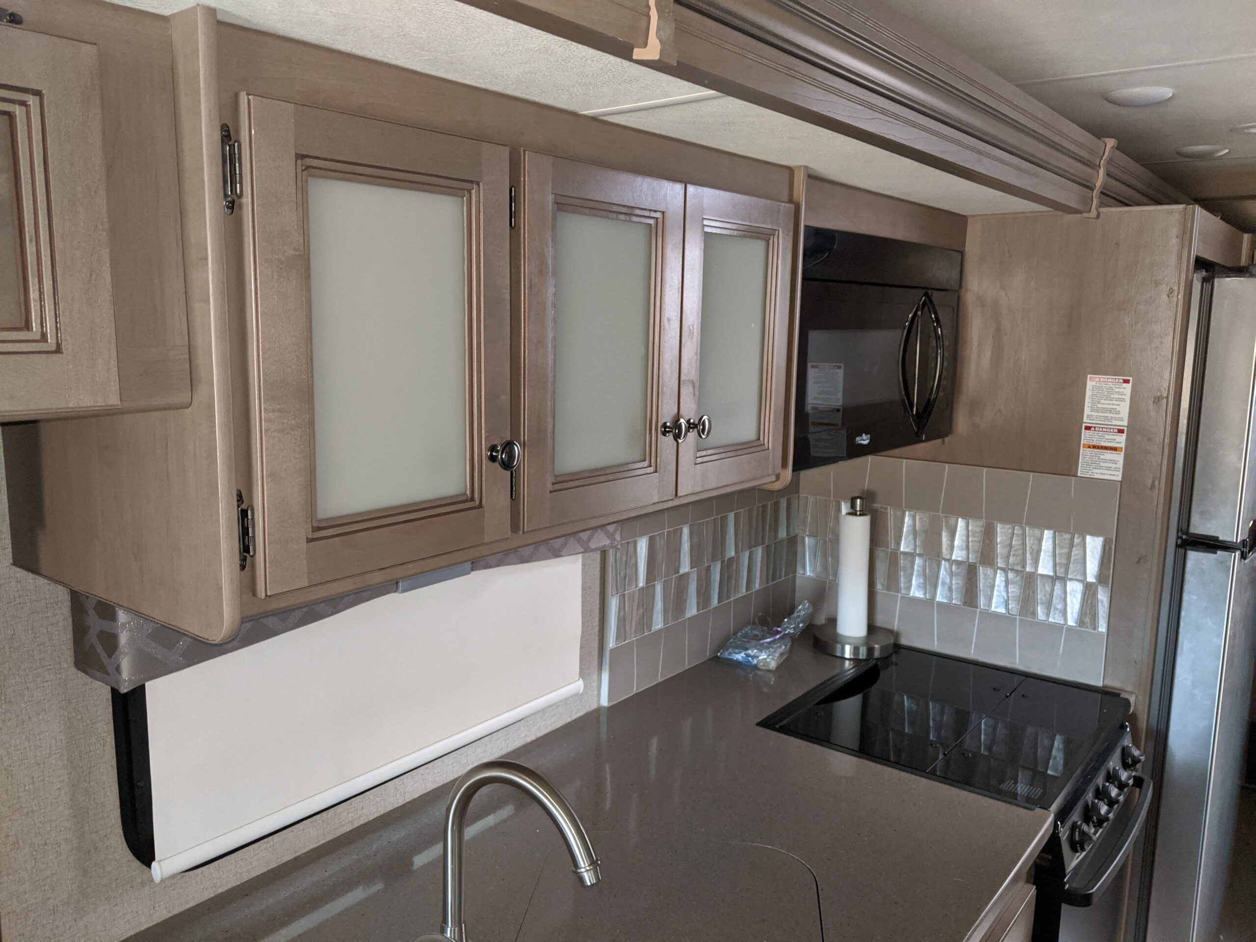 A counter top in a 34R Windsport RV Rental