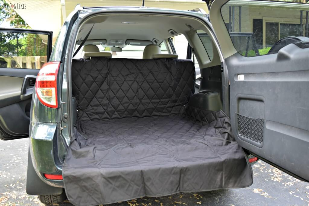 Taking a look at our new cargo liner from 4Knines. Note the side flaps and extendable bumper flap for extra protection.
