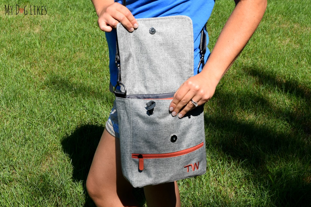 """Showing of """"the Walker"""" bag from Travel Wags"""