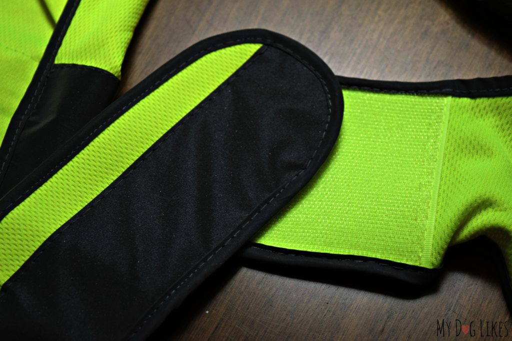 Velcro side straps for a comfortable fit