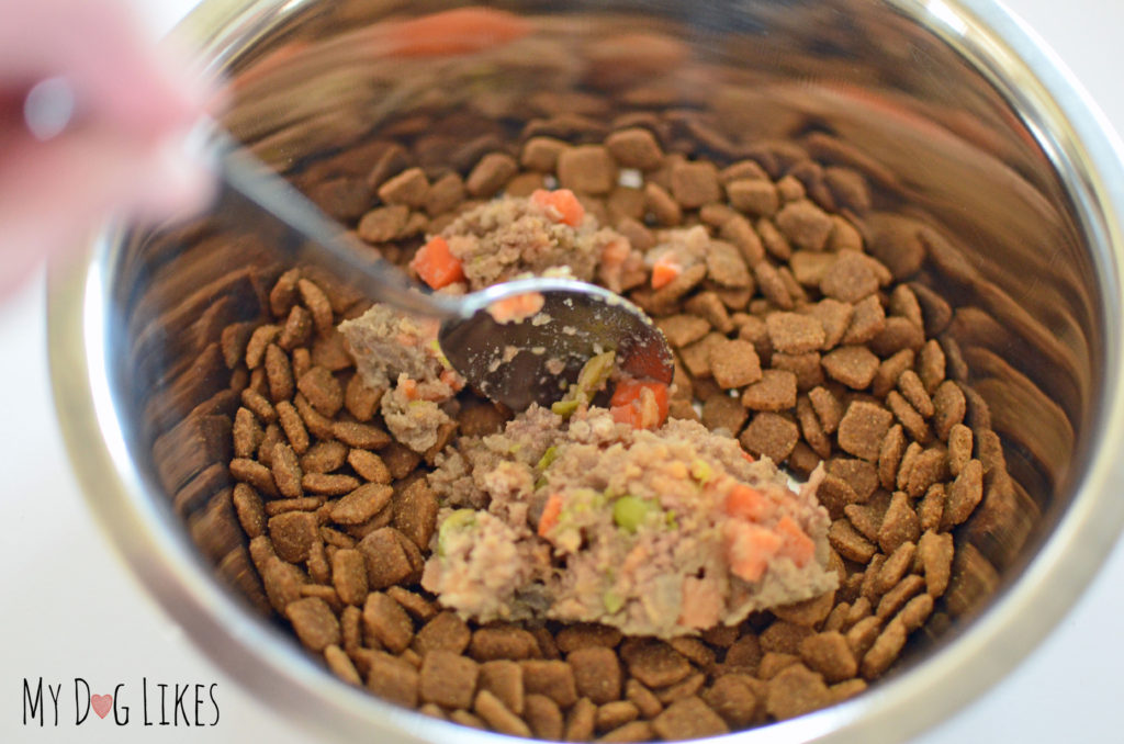 PetPlate can be easily mixed with kibble as a food topper or during transition.