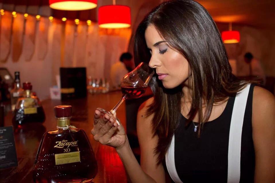 Alexandra Rivera embajadora de marcas reservas para Méndez  Co b2