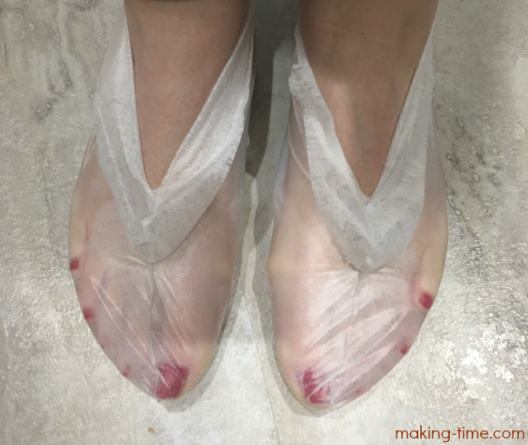 Wonder if those foot mask things work? I've got the answer for you and I think you'll be amazed! Join me on my 10 day foot mask journey (with video updates) and see just what type of results I got. #healthyfeet #Purederm #footmask