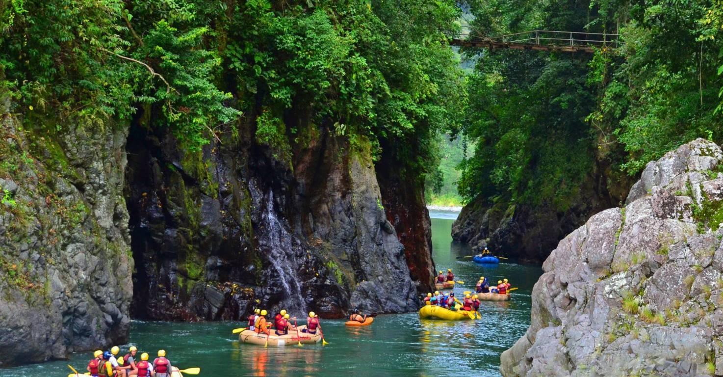 Amazing scenery river rafting Nomad America