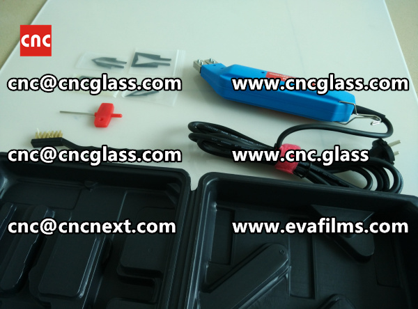 HEATING HOT KNIFE TRIMMING LAMINATED GLASS INTERLAYER REMAINS (6)