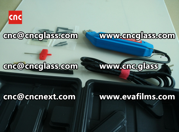 HEATING HOT KNIFE TRIMMING LAMINATED GLASS INTERLAYER REMAINS (8)