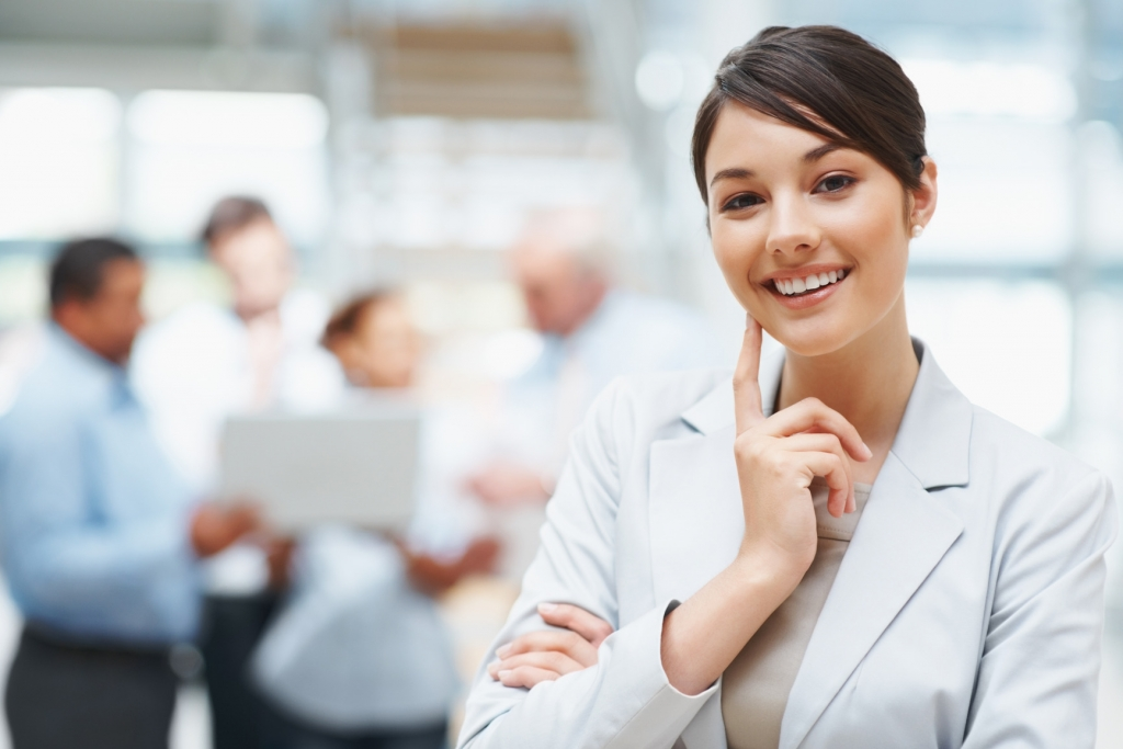 photodune-202687-smiling-cute-business-woman-with-colleagues-at-the-back-m-1024x683