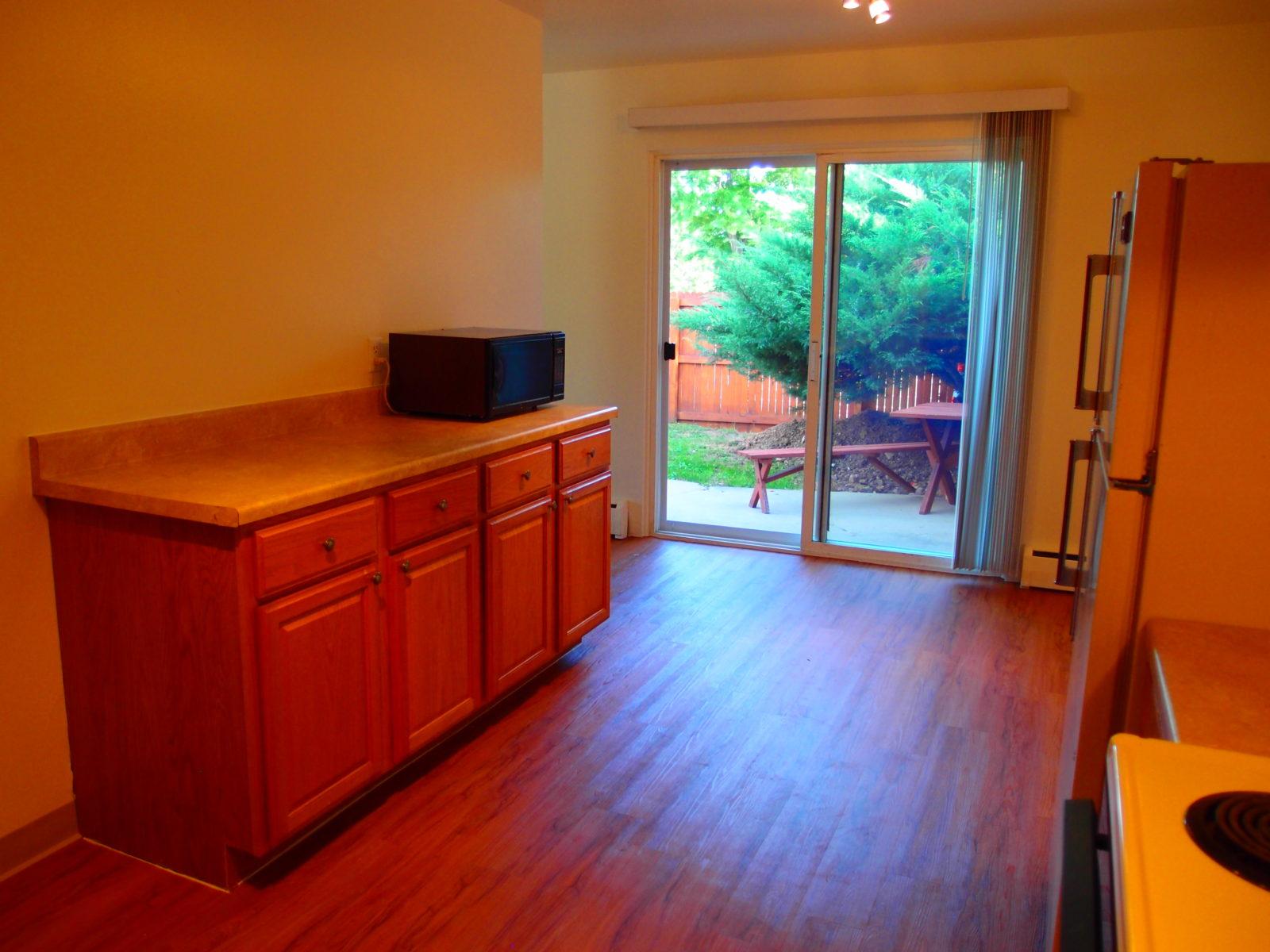 690 Kitchen Cabinets