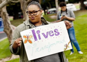Run for Mercy volunteers held encouraging signs. (Roseville, CA 2017)