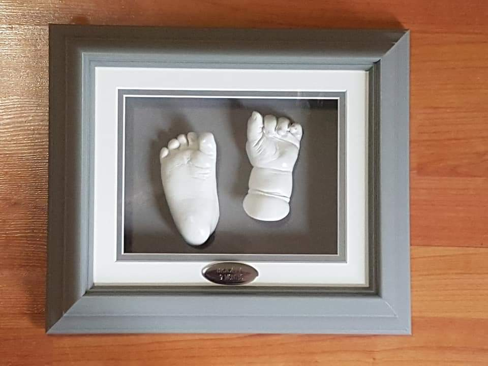 London single shadow box one hand and one foot cast