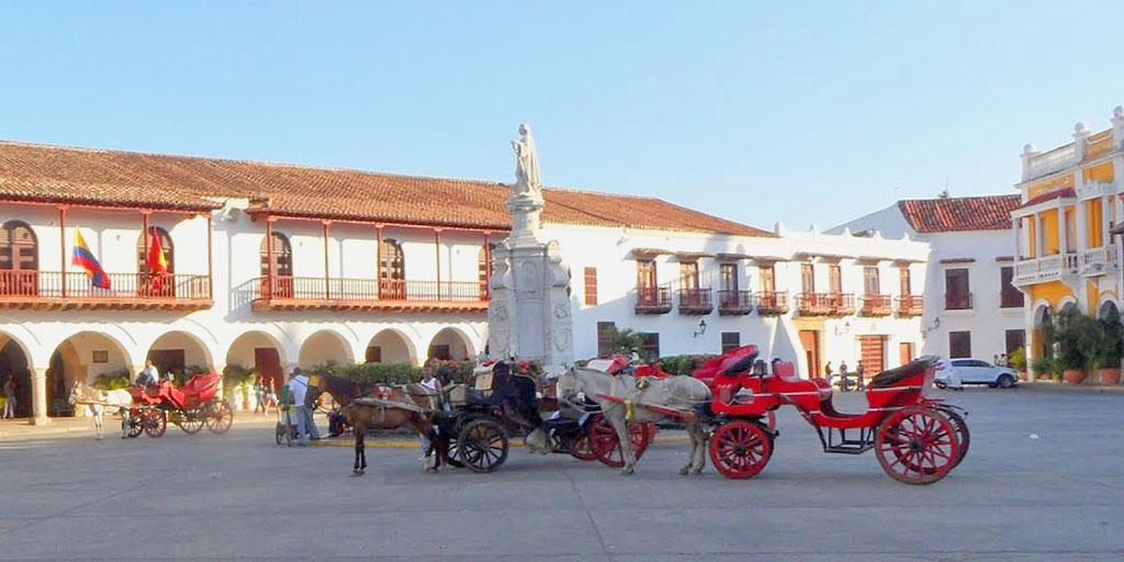 Horse Drawn Carriage in Plaza de la Aduana