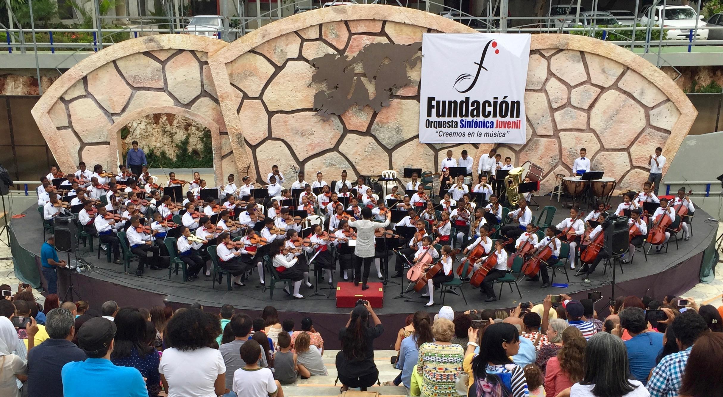 Children's orchestra in Santo Domingo