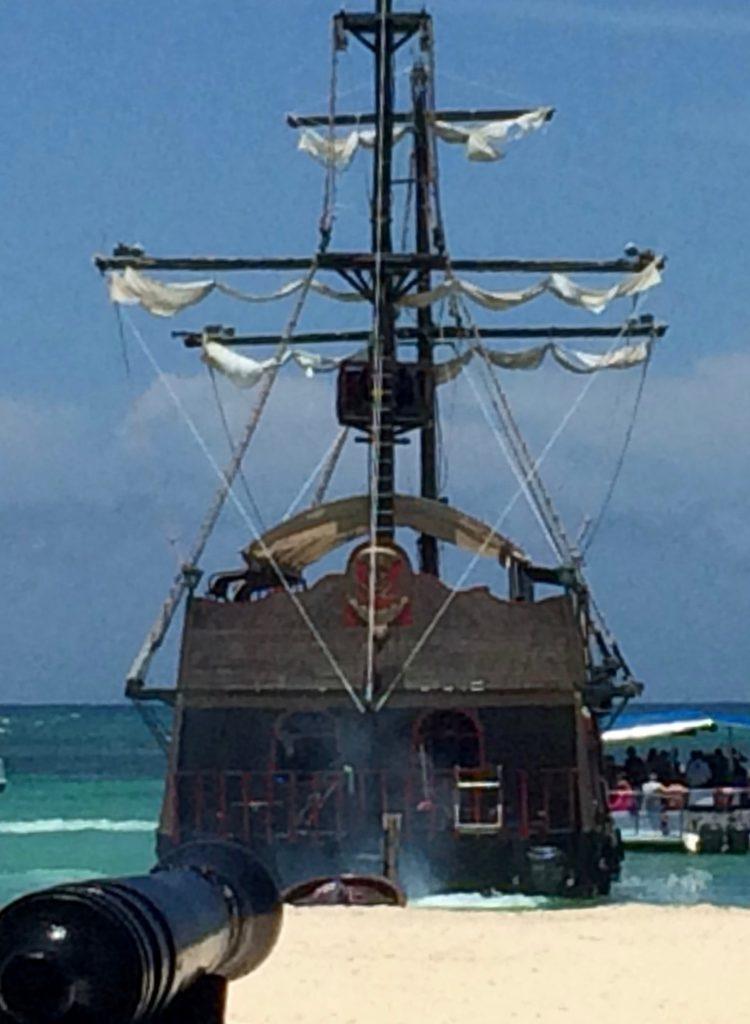 Pirate ship & cannon