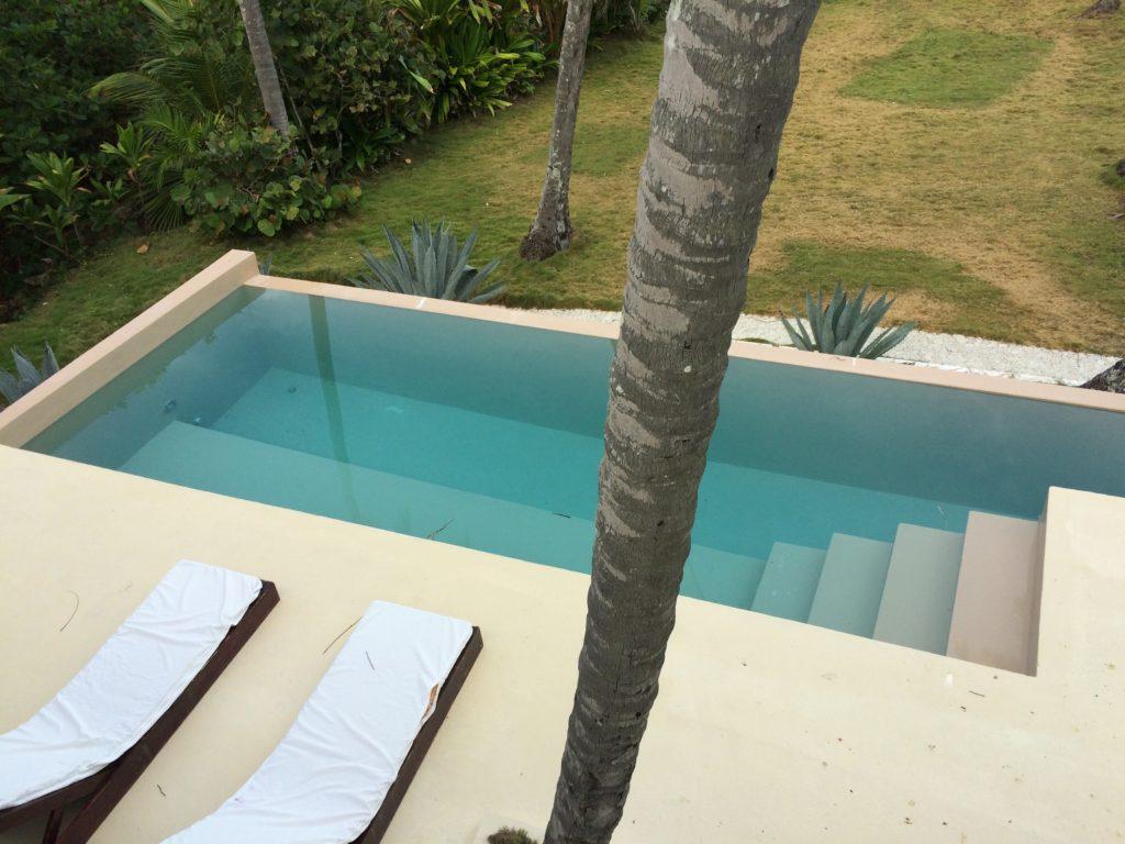 Disappearing rim pool