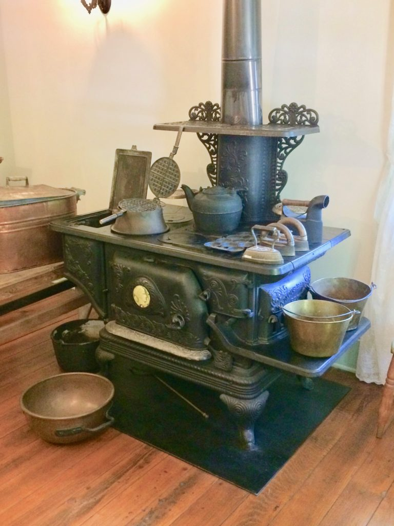 Coal stove with 2 buckets