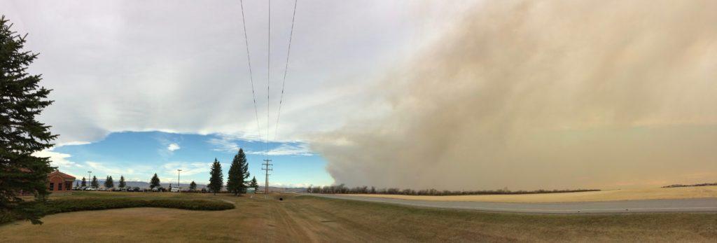Smoke enters Claresholm 25 Oct 11 AM