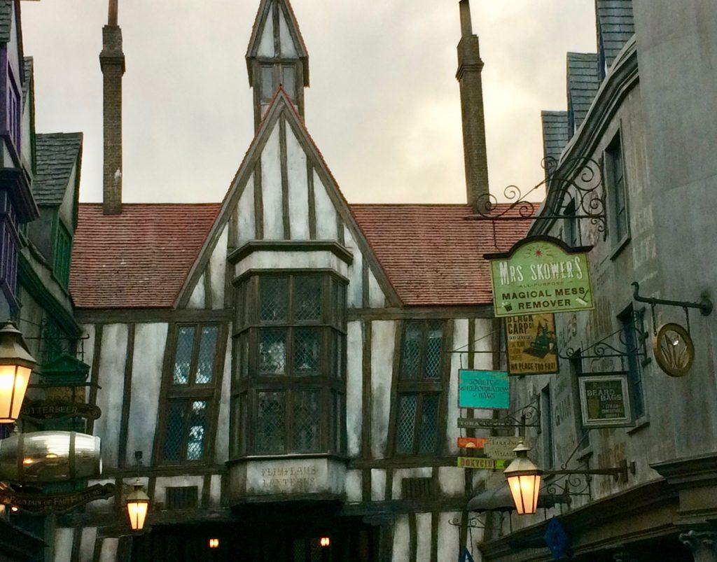 Flimflams Lanterns at Harry Potter World