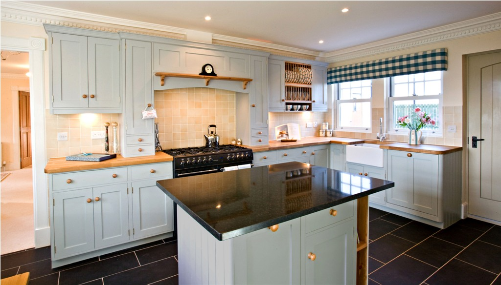 Island-Style-Fitted-kitchen
