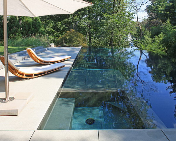 Modern-Jacuzzi-Supported-with-Patio-Umbrellas