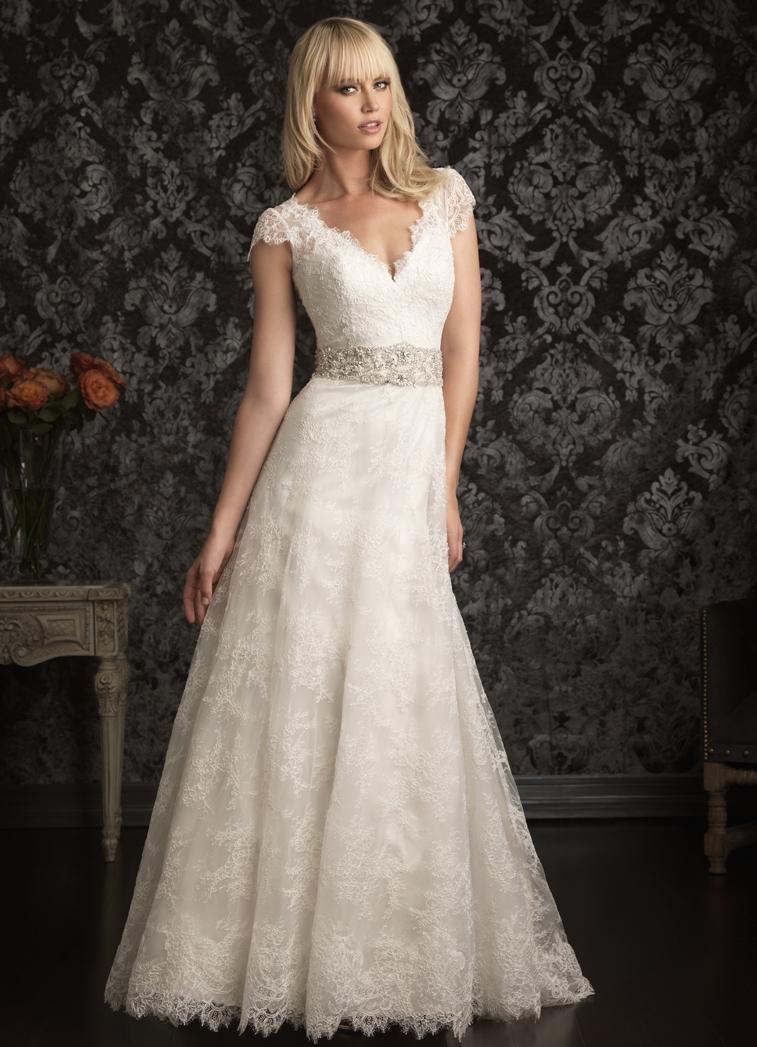 amazing-vintage-black-lace-wedding-dress