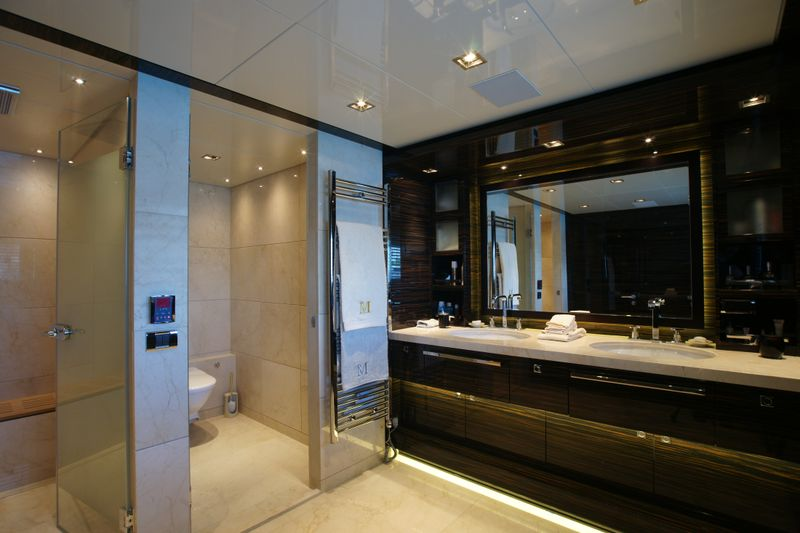main-deck-master-bathroom
