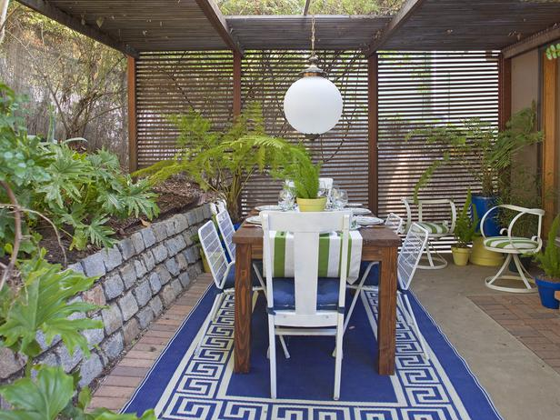 Backyard-Outdoor-Dining-Room