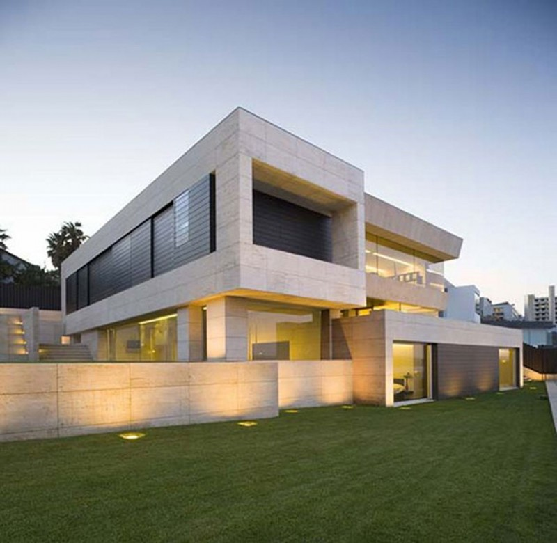 Modern-Glass-House-Design-in-Cliff-Side-of-Galicia