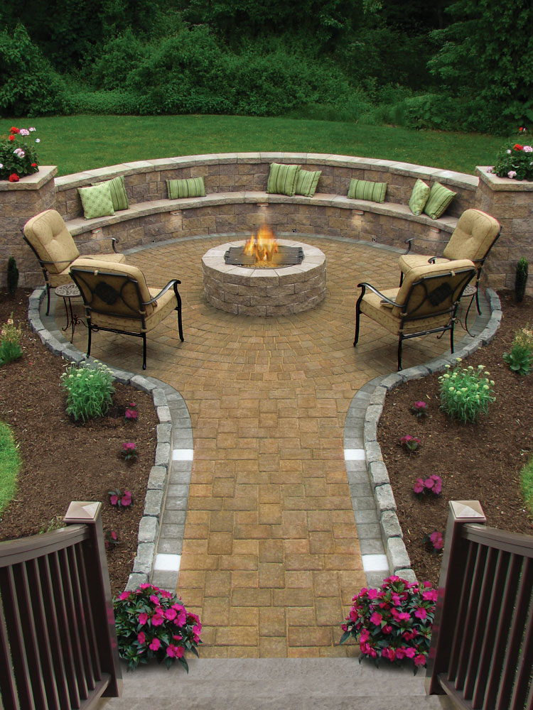 Pretty-design-for-outdoor-patio-with-fancy-decorations