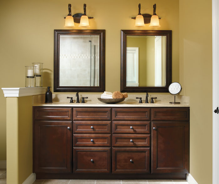 cherry_cabinets_in_traditional_bathroom