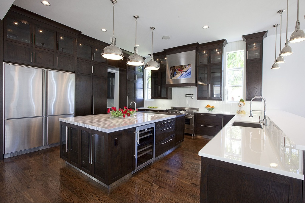 contemporary-kitchen-with-pendant-lights-black-cabinets-and-shaker-cabinets-i_g-ISreenqp1oh5lv-Zandi