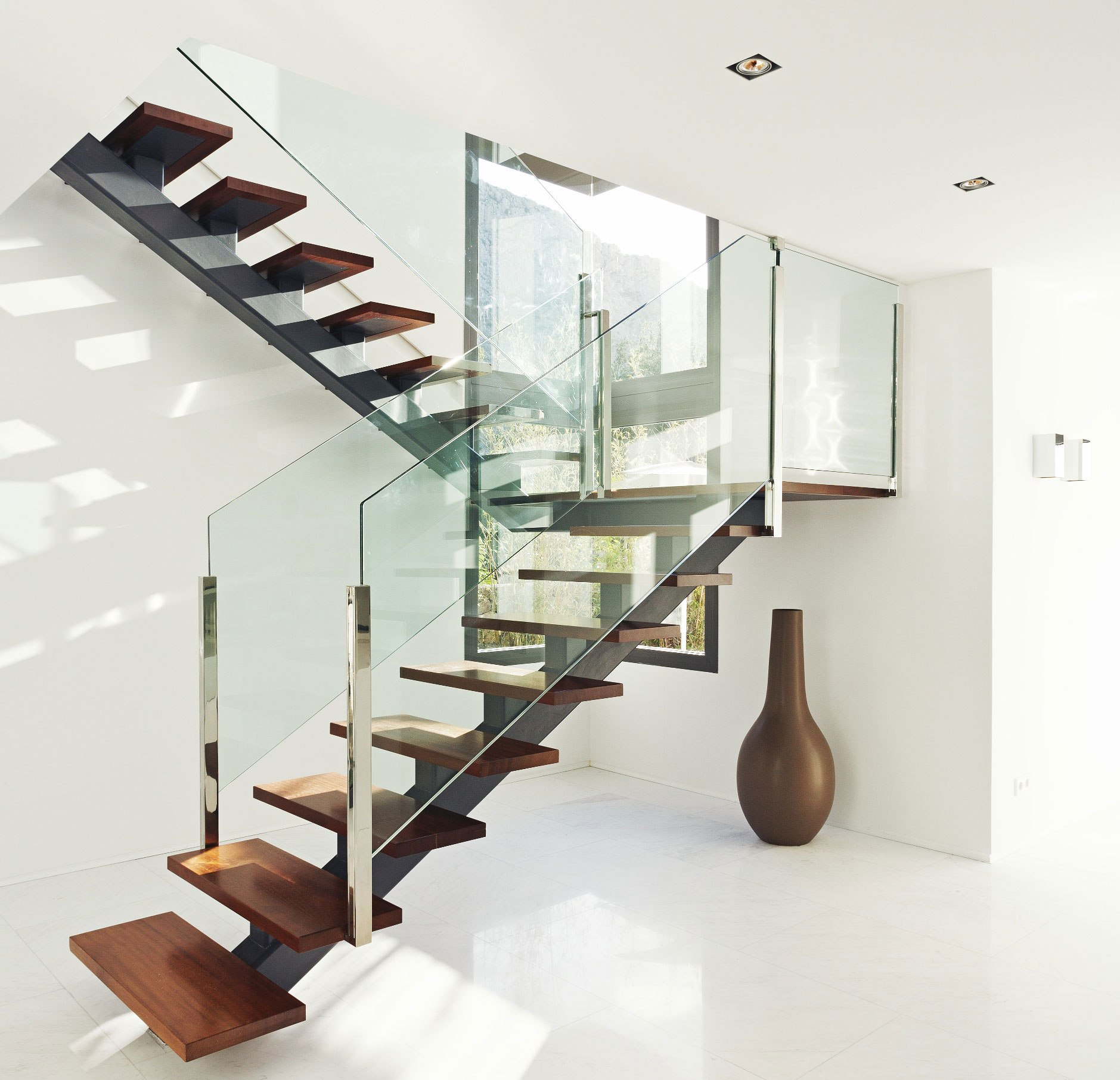 contemporary-metal-staircase-wooden-floating-steps-glass-railing-panes-design-ideas
