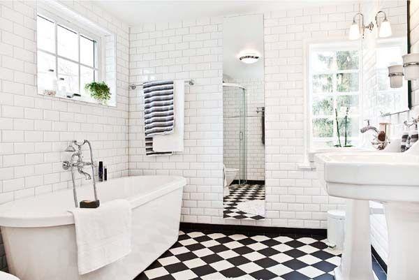 deluxe-bathroom-black-white