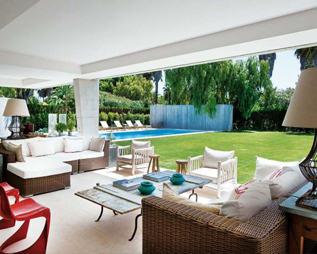 spanish-summer-home-with-contemporary-indoor-outdoor-design