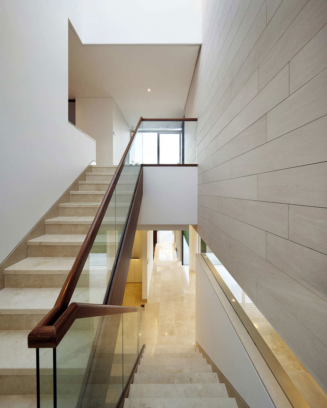 stair-modern-half-turn-staircase-design-ideas-with-glass-staircase-railing