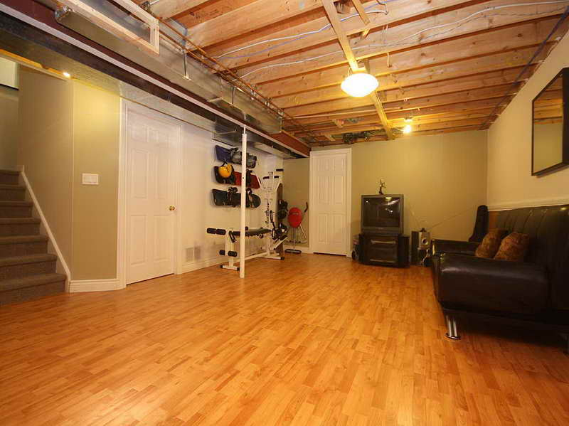 Laminate-Basement-Flooring-Floating-Floor-Design-with-the-entertainment-room