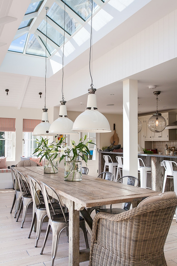 Natural-materials-and-decor-give-the-beach-style-dining-a-serene-look
