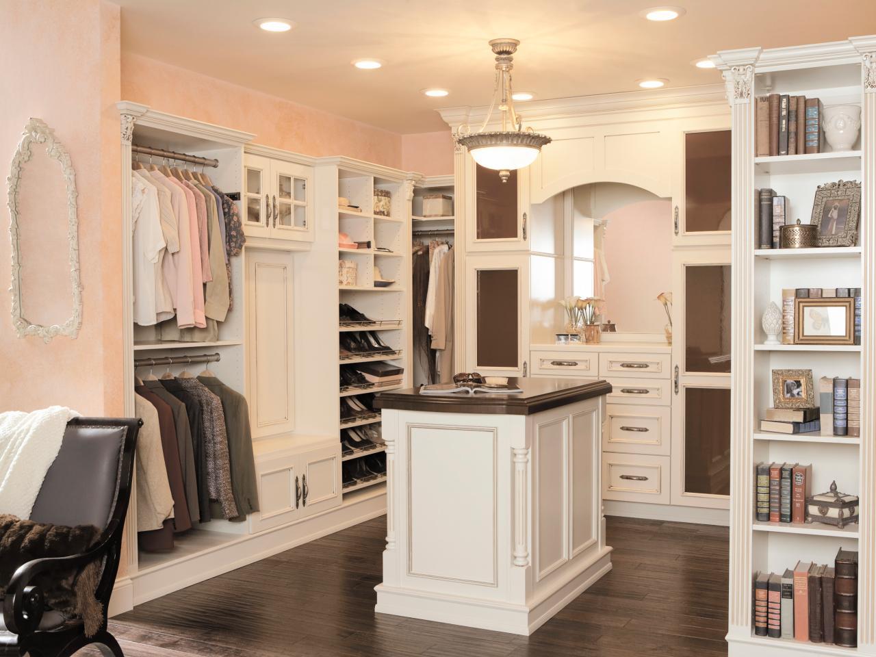 Press-Kits_Wellborn-Cabinets-closet-island