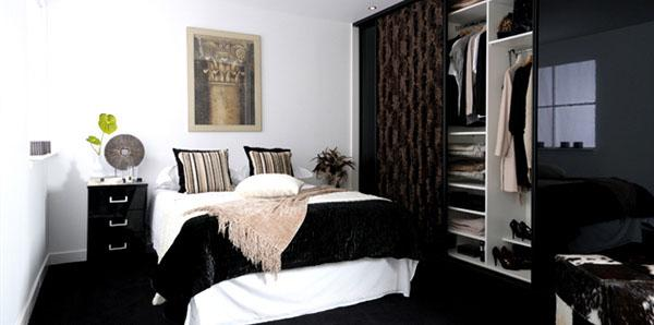 The-Black-Blankets-Of-Sliderobe-Bedrooms-with-Style-and-Functionality